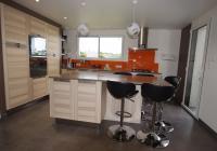 Vue cuisine ouverte avec accès terrasse sud ouest