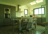 Vue de la cuisine avec puit de lumière