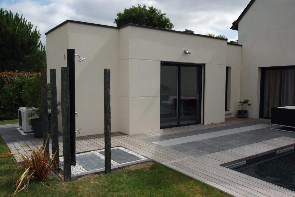 Extension en toit plat bruz for Agrandissement maison besoin architecte