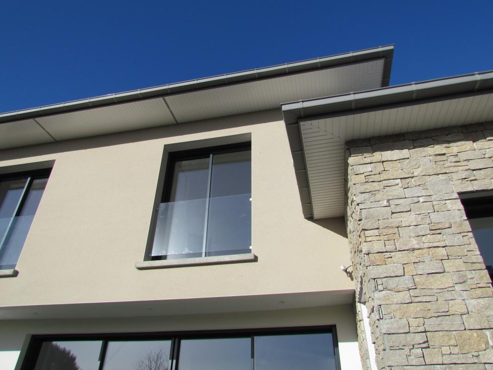 Maison toiture zinc quatre pents lancieux for Travail du zinc toiture