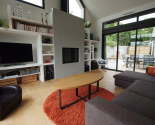 Aménagement salon avec intégration de la cheminée